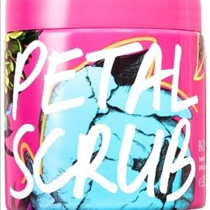 NWT Victoria's Secret bombshell Petal Body Polish